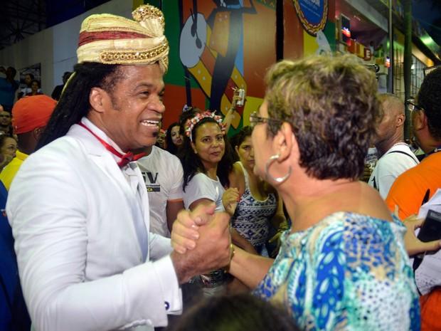 759701af22 Furdunço conta com passagem do cantor Carlinhos Brown (Foto  Diogo  Macedo Ag Haack