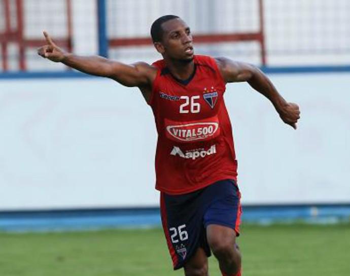 Anselmo, atacante do Fortaleza (Foto: Thiago Gadelha/Agência Diário)