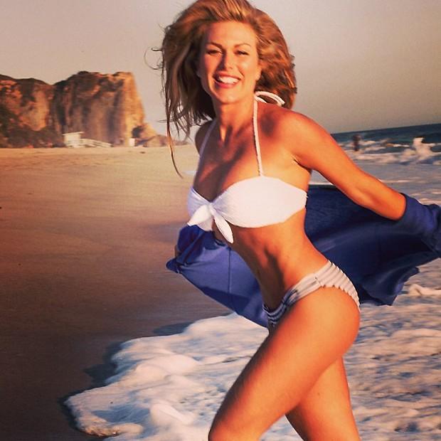 Ludmila Dayer em praia americana (Foto: Reprodução/Instagram)