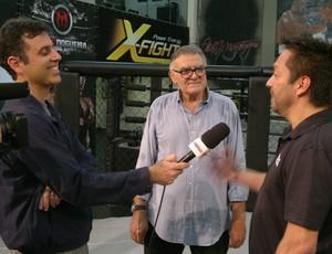 Repórter Felipe Awi entrevista Yamazaki e Barretão (Foto: Michel Siqueira)