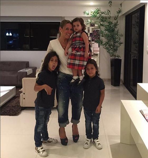 Iran com Ian, Tiago e Alice (Foto: Reprodução/Instagram)