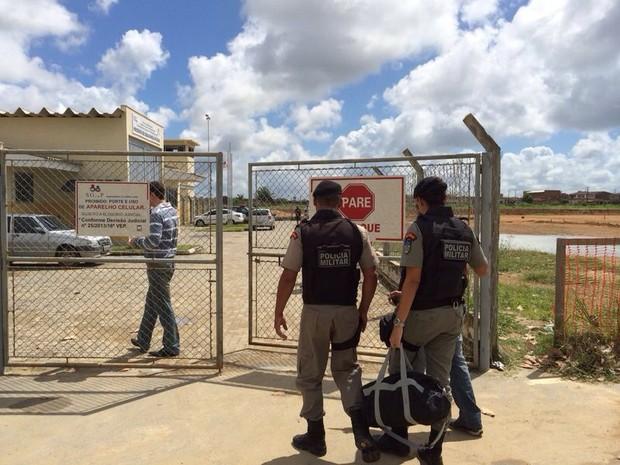 Militares do Bope fazem vistoria no Presídio de Segurança Máxima de Alagoas (Foto: Carolina Sanches/G1)