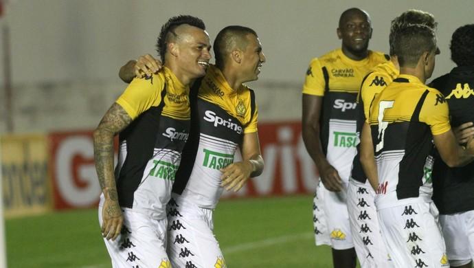 Fábio Ferreira lagarto (Foto: Fernando Ribeiro/Criciúma EC)