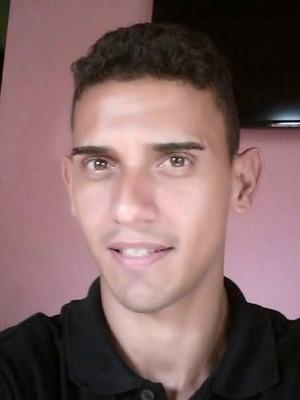 Leandro Pacífico, 20 anos, foi morto com dois tiros na madrugada desta segunda-feira (13) (Foto: Reprodução/Facebook)