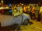 Três ficam feridos após carro desviar de animal e bater contra poste na BA