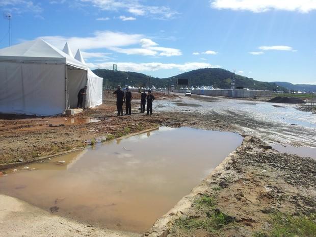O Campo da Fé sendo desmontado (Foto: Alba Valéria Mendonça/G1)