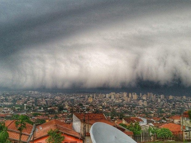 Foto mostra chegada de temporal em Limeira e fez sucesso na web (Foto: Sidney Dibbern)