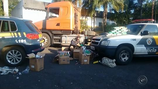 Polícia apreende 225 kg de cocaína embaixo do banco de caminhão