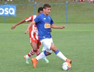Atacante Judivan, do Cruzeiro, disputa partida da Taça BH de Futebol Júnior (Foto: Divulgação/Cruzeiro)
