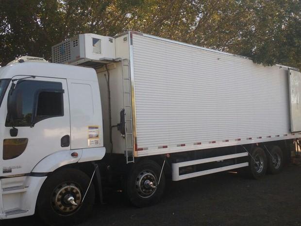 Caminhão de frigorífico foi parado na Rodovia Raposo Tavares  (Foto: Polícia Rodoviária / Divulgação)