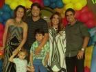Nívea Stelmann faz comemoração dupla durante festa em família