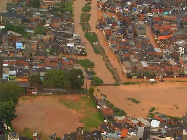 Jardim Rochedale está alagado após chuva forte na tarde desta sexta-feira (Foto: Reprodução/TV Globo)