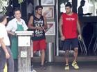 Caio Castro e Felipe Titto almoçam juntos na Barra da Tijuca
