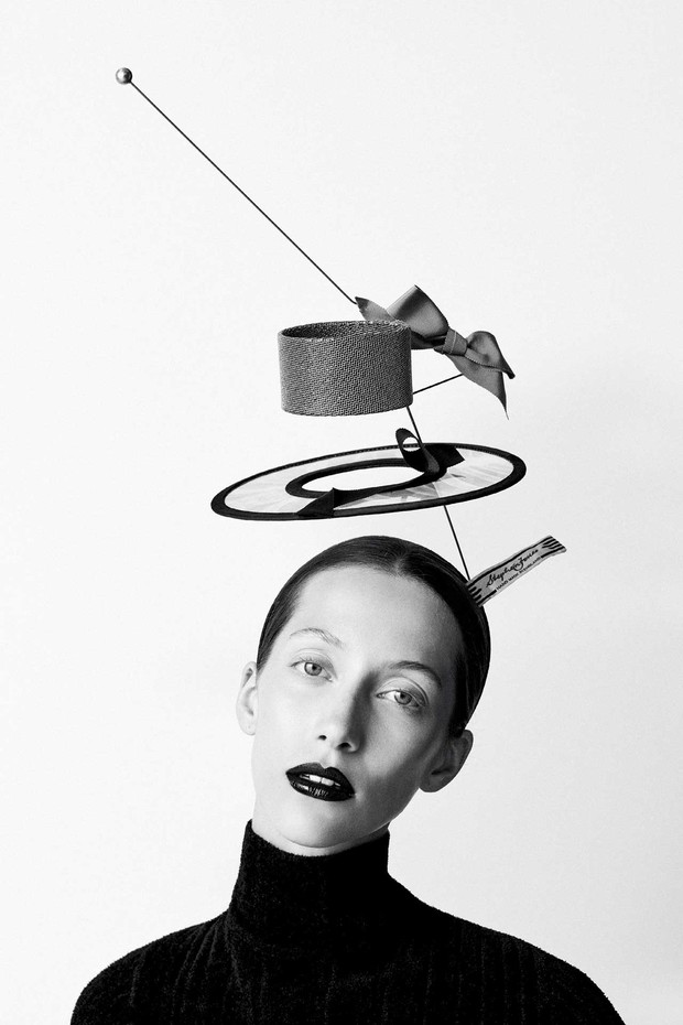 'Bang!': Exploded X-ray and pointille boater from the Stephen Jones 'XYZ' collection, Autumn/Winter 2010. Silk-blend roll-neck jumper by Issey Miyake. Styling by Mattias Karlsson (Foto: BEN TOMS)