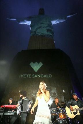 Ivete Sangalo canta em evento no Cristo Redentor, na Zona Sul do Rio (Foto: Marcello Sá Barretto/ Ag. News)