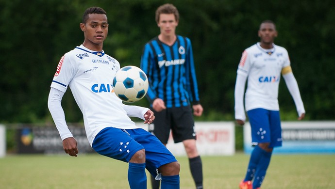 Volante Vander jogando pelo time Sub-20 do Cruzeiro, na Holanda (Foto: Foto: Fotoverstraaten)