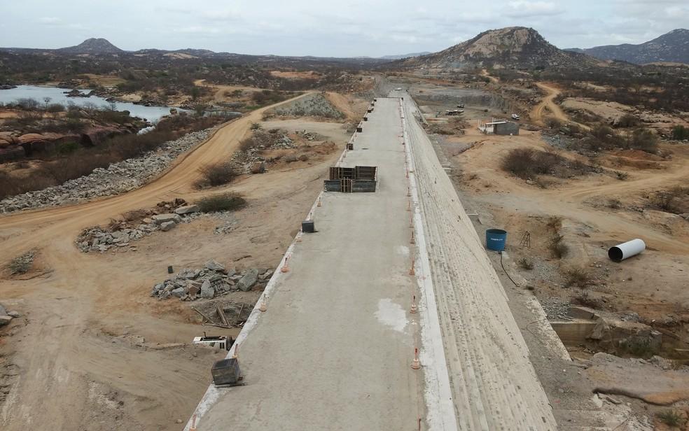 Obras da barragem de Oiticica estão paralisadas (Foto: Anderson Barbosa/G1)