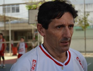 Raimundo é o técnico dos meninos do Arqui (Foto: Felipe Martins/GLOBOESPORTE.COM)