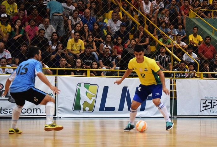 Marcênio Brasil Uruguai amistoso futsal (Foto: Luis Domingues/CBFS)