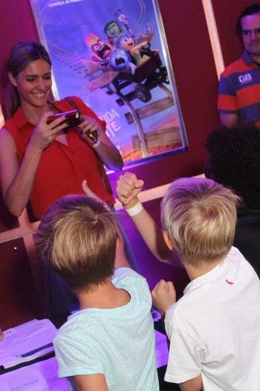 Fernanda Lima com os filhos (Foto: Anderson Borde / AgNews)