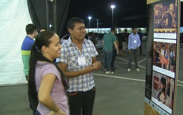 Alunos de faculdade de Boa Vista expõem ensaio fotográfico retrô (Foto: Roraima TV)