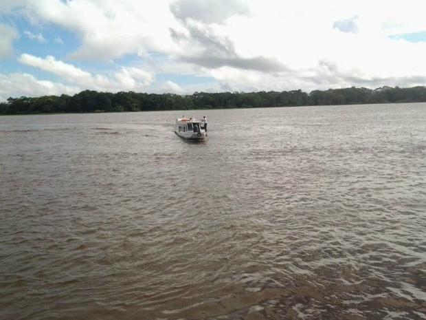 Acidente ocorreu por volta das 7h30 no rio Amazonas (Foto: José de Oliveira/TV Amazonas)