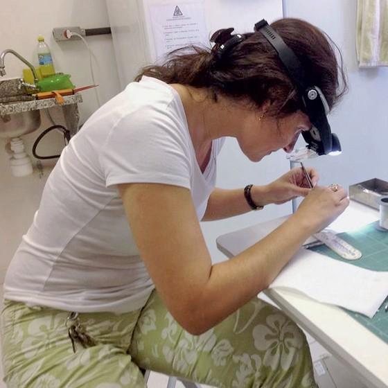 Suzana Herculano Neurociêntista em seu laborátório  na UFRJ (Foto: Arquivo Pessoal)