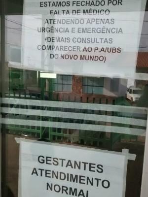 Cartazes anunciam trabalhos afetados no hospital de Boituva (Foto: Arquivo Pessoal/ Eliana Garcia)