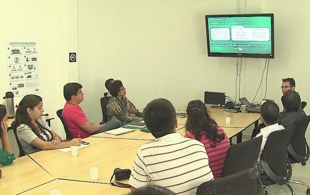 Manejo e utilização do bambu foram discutidos durante visita (Foto: Bom Dia Amazônia)