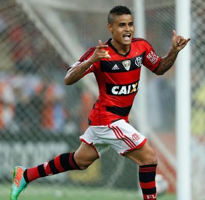 Everton gol, Flamengo x Emelec (Foto: Alexandre Cassiano/Agência O Globo)