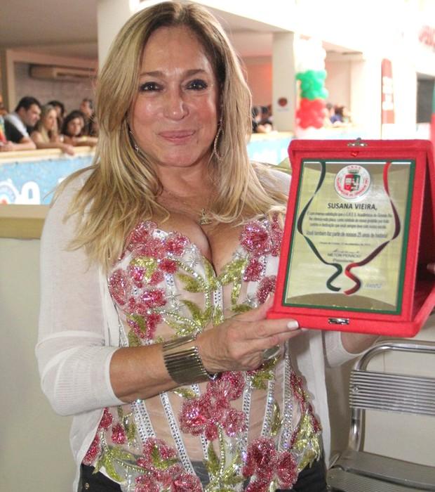 Susana Vieira - atriz recebeu um prêmio de integrante mais antiga da agremiação (Foto: Rodrigo dos Anjos / AgNews)