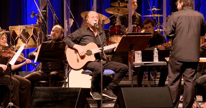 Alceu Valença durante show com orquestra (Foto: Divulgação / TV Gazeta ES)