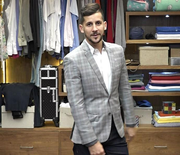 Consultor mostra como compor look com blazer xadrez (Foto: TV Globo)