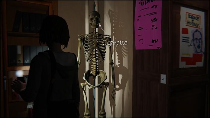 O esqueleto encontra-se no fundo do laboratório (Foto: Reprodução/Cássio Barbosa)