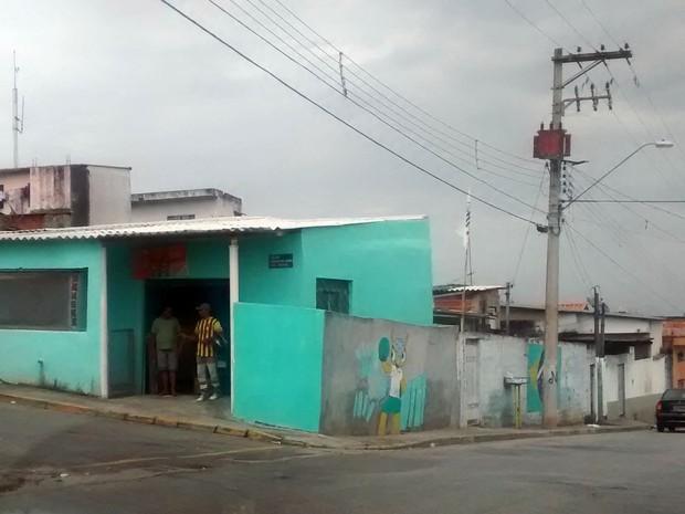 Caso aconteceu na esquina de duas ruas de Mogi das Cruzes. (Foto: Cristina Requena / G1)