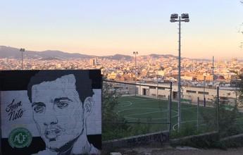 """""""Força, Neto"""": artista pinta muro de Barcelona em homenagem a zagueiro"""