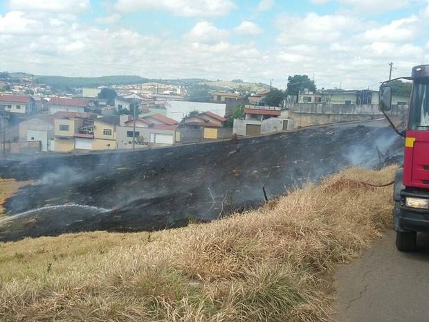 Corpo de Bombeiros gastou mais de três mil litros de água no combate às chamas (Foto: Marcelo Praxedes/Divulgação)