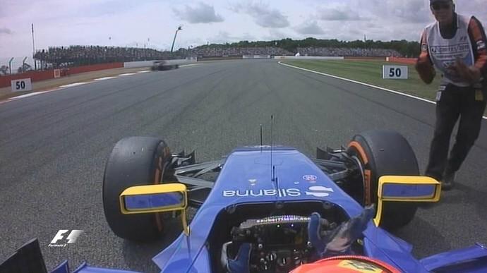 Visão a partir do cockpit do brasileiro Felipe Nasr, que ficou parado com a Sauber na volta de aquecimento (Foto: Divulgação)