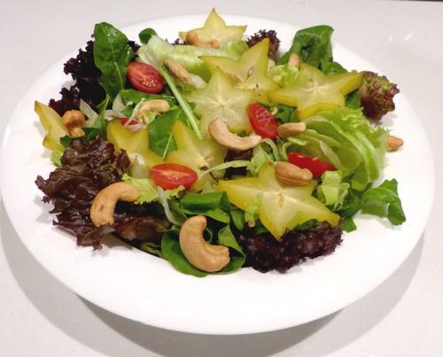 Salada picada com molho vinagrete de orégano