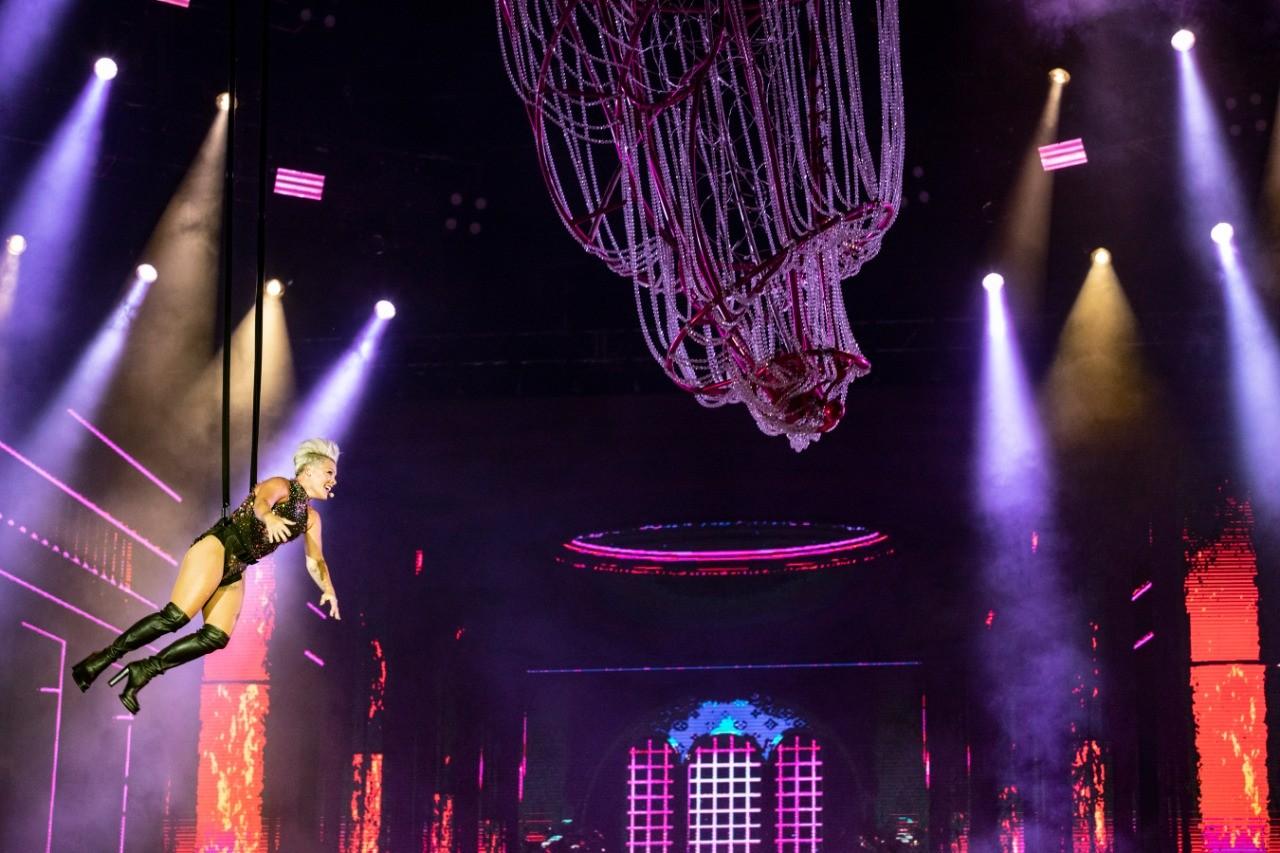 Voa, P!nk! Cantora faz showzao cheio de acrobacias no Rock in Rio (Foto: Felipe Monteiro/Multishow)