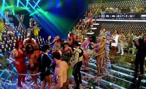 Foliões dançam no baile do 'Amor & Sexo'