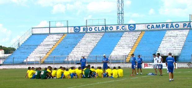 Treino do Rio Claro (Foto: Ronaldo Oliveira/ EPTV)