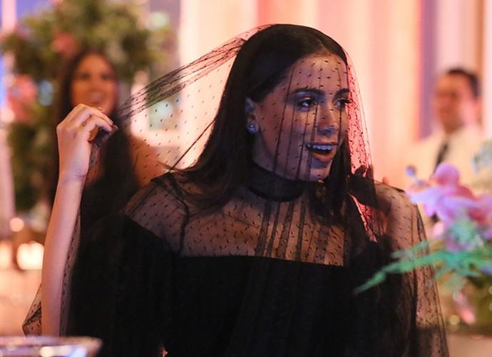 Anitta brinca com o próprio look (Foto: Isabella Pinheiro/Gshow)