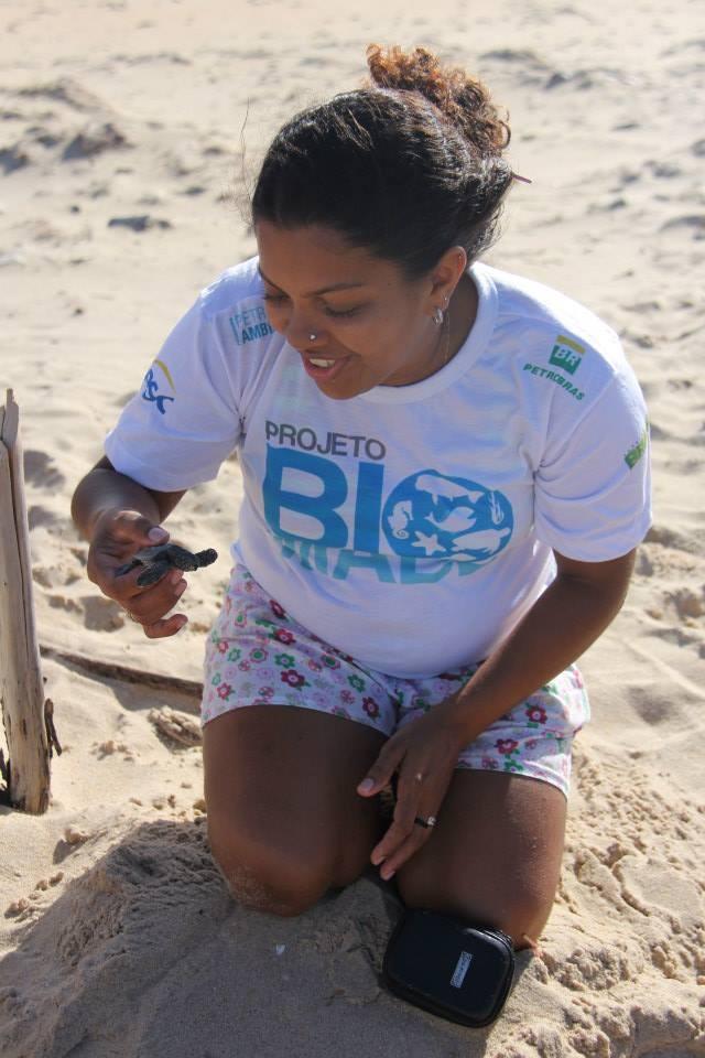 Tartarugas foram soltas na Praia Pedra do Sal (Foto: Projeto Biomade)