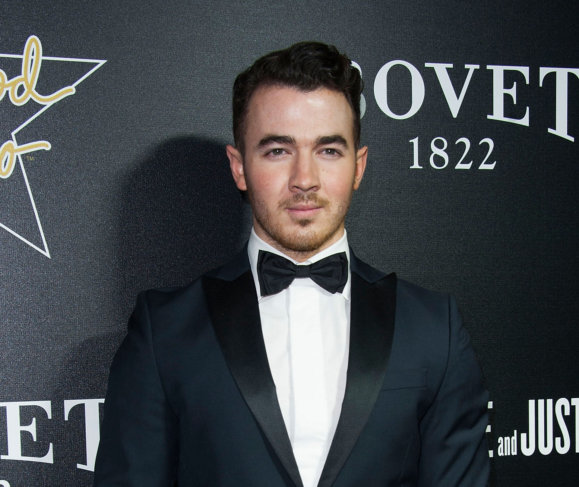 O mais velho dos Jonas Brothers, Kevin, subiu ao altar virgem, quando tinha 22 anos, em 2009, para se casar com a cabeleireira Danielle Deleasa. (Foto: Getty Images)