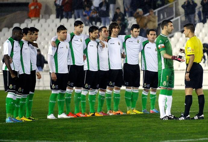 protesto jogo Real Sociedad e Racing  (Foto: AFP)