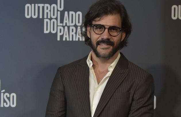 Juliano Cazarré interpretará Mariano, um garimpeiro. O personagem trabalhará para Sophia (Marieta Severo), de quem será amante (Foto: Globo / Cesar Alves)
