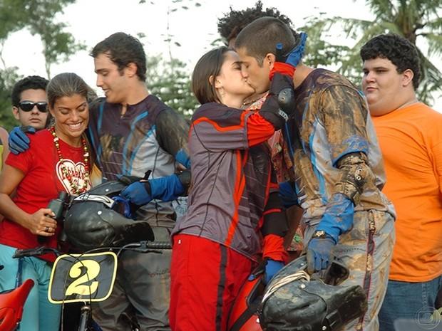Bernardo (Thiago Rodrigues)  e Jaque (Joana Balaguer) / Betina (Fernanda Vasconcellos) e Urubu (Marco Antônio Gimenez)