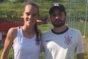 Ana Vitória, ao lado do técnico do Corinthians/Audax Arthur Elias (Foto: Márcio Schimidt, agente Ana Vitória)