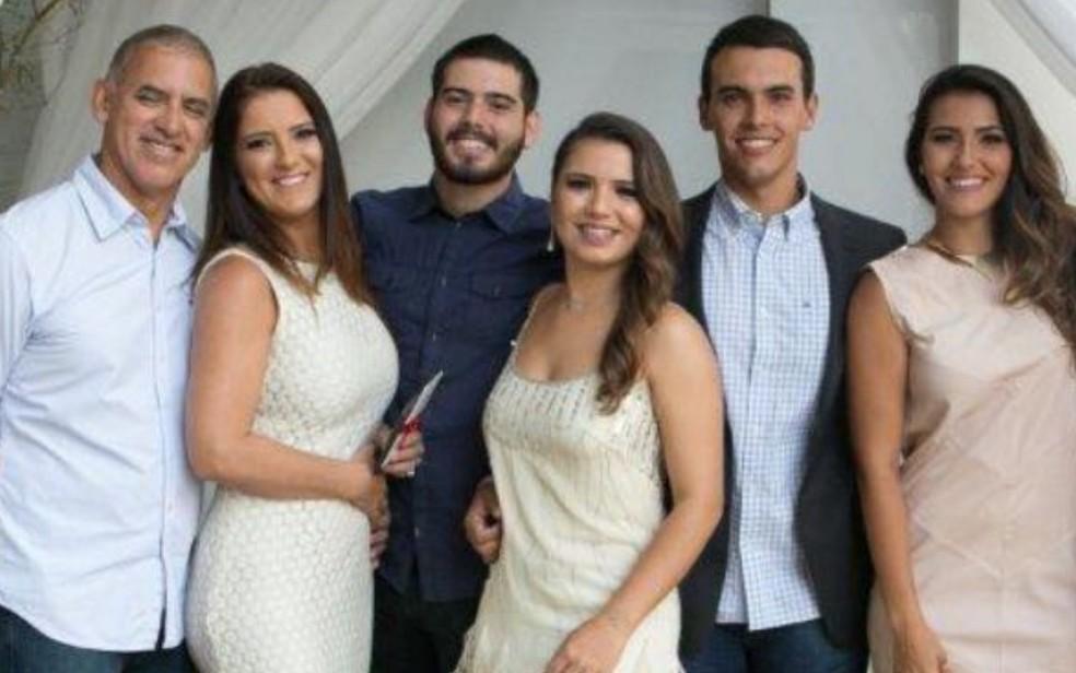Paulo, Priscila, Tugart Filho, Luiza, Tássyo e Tamires, em Goiânia (Foto: Arquivo Pessoal/Luiza Guimarães)